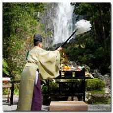 nachi-falls-worship.jpg