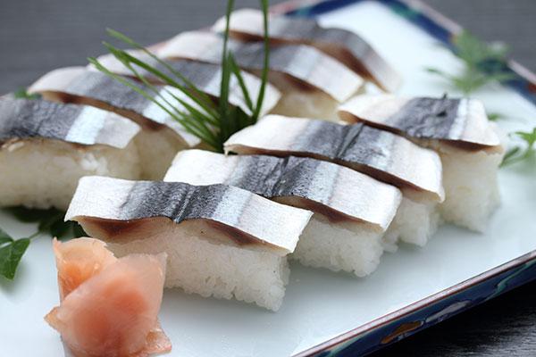 田辺の食・さんま寿司