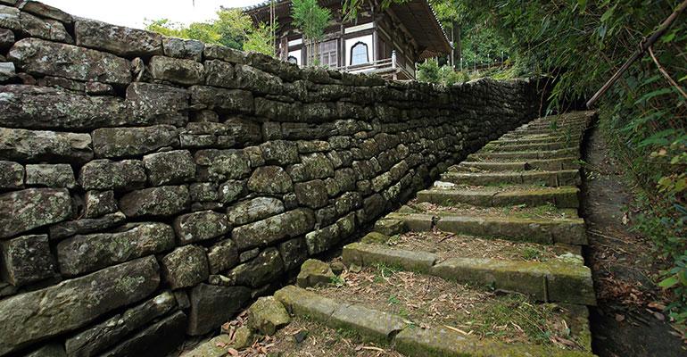 富田坂 草堂寺側の入り口
