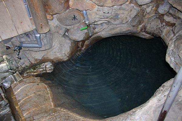 湯の峰温泉 つぼ湯(湯船)